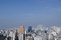 SAO PAULO, SP, 25 JULHO 2012 - CLIMATEMPO CAPITAL PAULISTA - Vista da regiao central da capital paulista, ao fundo e possivel ver faixa de poluicao devido a quantidade de dias sem chuva. (FOTO: ALEXANDRE MOREIRA / BRAZIL PHOTO PRESS).