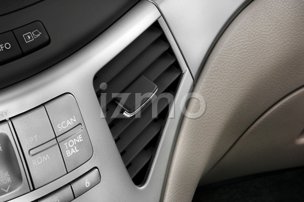 Air vent close up deatil view of a 2008 Subaru Tribeca SUV