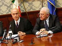 Marco Minniti, ministro dell Interno e Vincenzo De Luca, presidente regione Campania durante la conferenza stampa tenuta dopo ilComitato Provinciale Ordine e Sicurezza nella Prefettura di Napoli