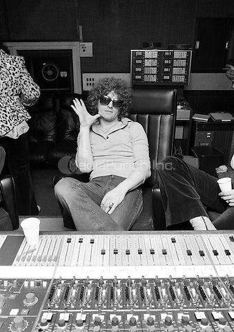 Ian Hunter pictured in 1974.  Credit: Ian Dickson/MediaPunch