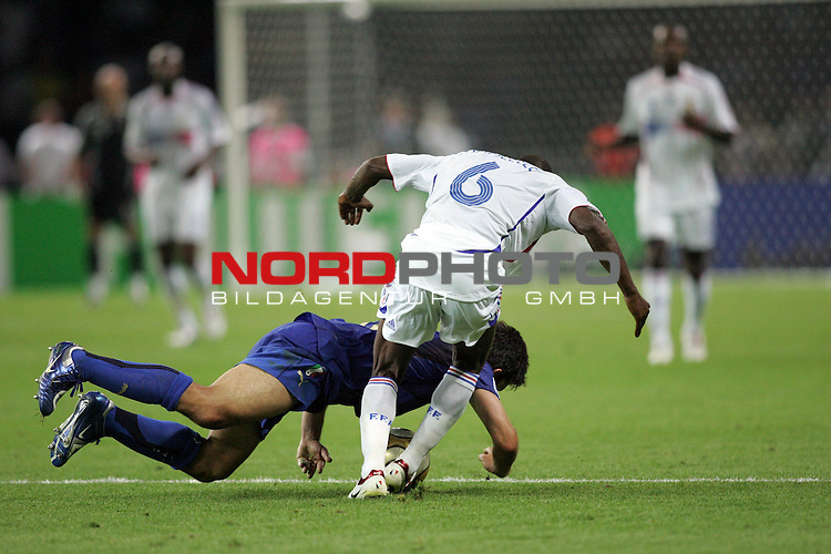 FIFA WM 2006 - Final / Finale<br /> <br /> Play #64 (09-Jul) - Italy vs France.<br /> <br /> A player from Italy and Claude Makelele (r) from France fight for the ball during the match of the World Cup in Berlin.<br /> <br /> Foto &copy; nordphoto