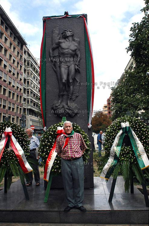 Italia, Milano, 10/08/2005, piazzale Loreto..Commemorazione caduti partigiani. .##### .Italy, Milan, 10/08/2005, piazzale Loreto,.Commemoration dead partisans. .© Andrea Pagliarulo