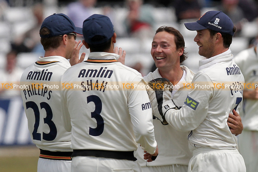 Graham Napier of Essex (2nd R) celebrates the wicket of Dawid Malan with his team mates - Essex CCC vs Middlesex CCC - LV County Championship Division Two cricket at the Ford County Ground, Chelmsford - 24/05/11 - MANDATORY CREDIT: Gavin Ellis/TGSPHOTO - Self billing applies where appropriate - Tel: 0845 094 6026