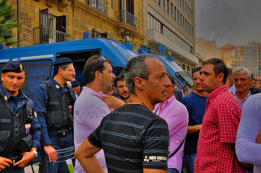 Palermo, strike of the shipyard workers.<br /> Palermo sciopero degli operai della Fincantieri, i lavoratori protestano davanti la sede del governo regionale.