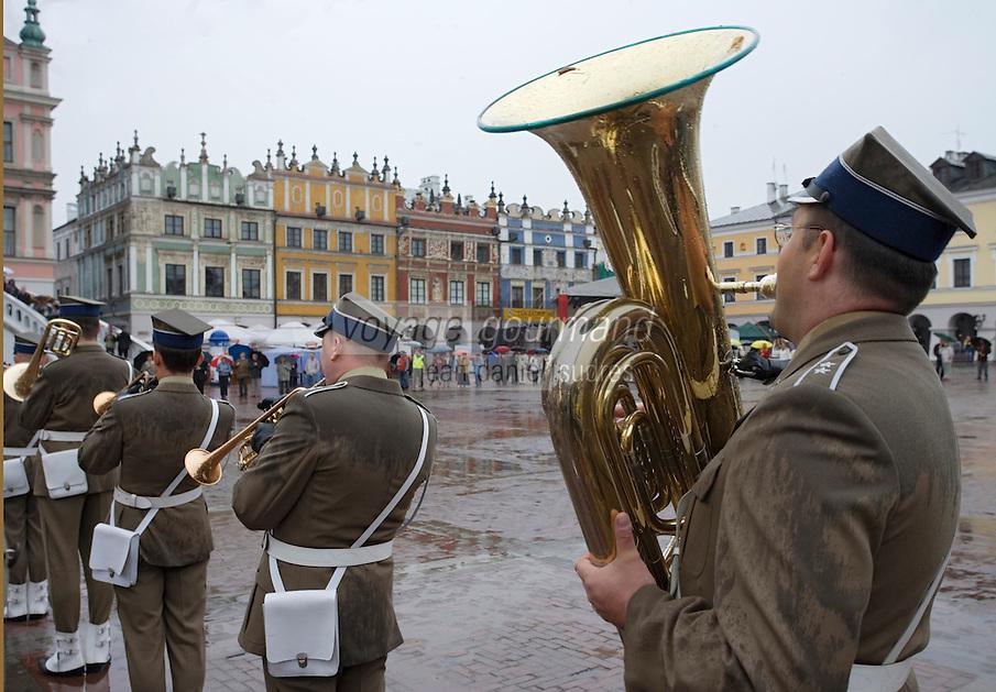 Europe/Pologne/Zamosc: Fanfare Militaire sur la place du marché -Rynek Wielki