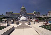 AJ4287, State Capitol, Harrisburg, State House, Pennsylvania, Fountain at the The State Capitol Building in the capital city of Harrisburg in the state of Pennsylvania.