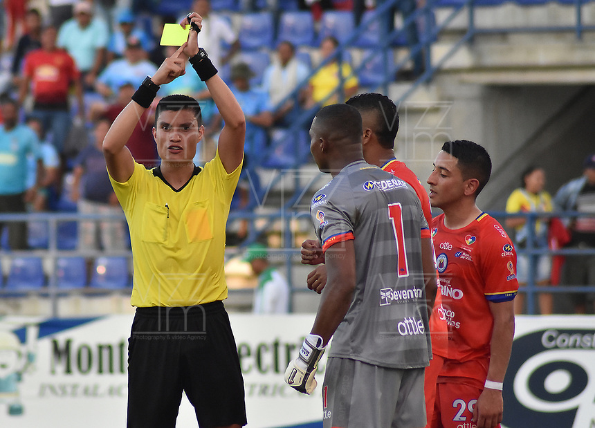 MONTERIA - COLOMBIA, 11-08-2019: Nicolas Rodriguez, árbitro, durante el partido por la fecha 5 de la Liga Águila II 2019 entre Jaguares de Córdoba F.C. y Deportivo Pasto jugado en el estadio Jaraguay de la ciudad de Montería. / Nicolas Rodriguez, referee, during match for the date 5 as part Aguila League II 2019 between Jaguares de Cordoba F.C. and Deportivo Pasto played at Jaraguay stadium in Monteria city. Photo: VizzorImage / Andres Rios / Cont