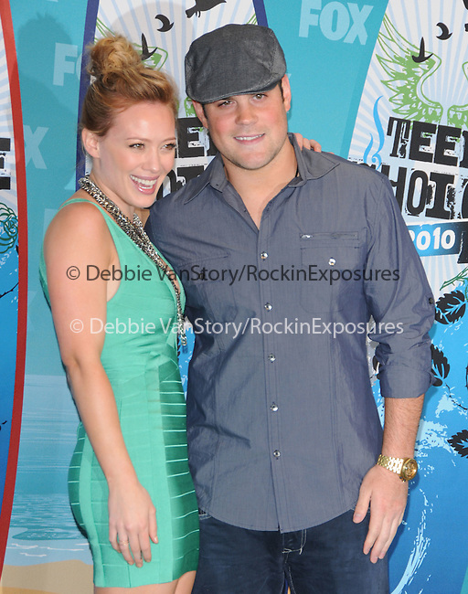 Hilary Duff & Mike Comrie at Fox Teen Choice 2010 Awards held at he Universal Ampitheatre in Universal City, California on August 08,2010                                                                                      Copyright 2010 © DVS / RockinExposures