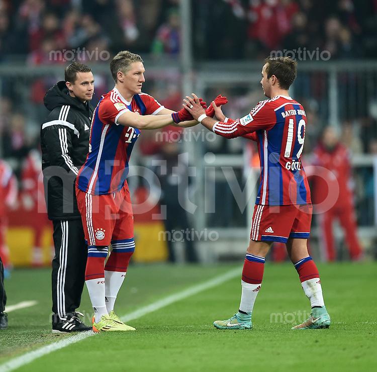 Fussball  1. Bundesliga  Saison 2014/2015  12. SPIELTAG FC Bayern Muenchen - TSG 1899 Hoffenheim     22.11.2014 Bastian Schweinsteiger (li, FC Bayern Muenchen) wird fuer Mario Goetze (FC Bayern Muenchen) eingewechselt