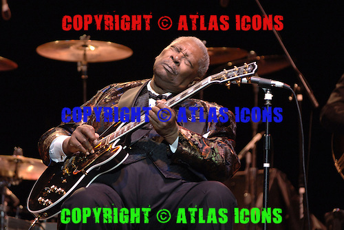 BOCA RATON, FL - APRIL 30:  BB King performs at the Mizner Park Amphitheater on April 30, 2006 in Boca Raton Florida.  (Photo by Larry Marano (C) 2006
