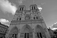 Notre Dame de Paris (black and white)