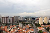 SAO PAULO, 16 JANEIRO 2012. CLIMA TEMPO. Vista do bairro de Santo Amaro, regiao sul de SP, na tarde desta segunda-feira, 16. FOTO MILENE CARDOSO - NEWS FREE