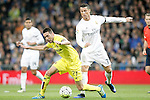 Real Madrid's Cristiano Ronaldo (r) and Villareal's Bruno Soriano during La Liga match. April 20,2016. (ALTERPHOTOS/Acero)