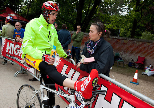 10 JUN 2011 - BRANSGORE, GBR - Quintuple Enduroman competitor Ian Walsh talks with his supporter, girlfriend Leanne Carberry, whilst taking a break during the Enduroman Ultra Triathlon Championships .(PHOTO (C) NIGEL FARROW)