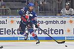 Mannheims Matthias Plachta (Nr.22) am Puck beim Testspiel, Adler Mannheim (blau) - Loewen Frankfurt (weiss).<br /> <br /> Foto &copy; PIX-Sportfotos *** Foto ist honorarpflichtig! *** Auf Anfrage in hoeherer Qualitaet/Aufloesung. Belegexemplar erbeten. Veroeffentlichung ausschliesslich fuer journalistisch-publizistische Zwecke. For editorial use only.