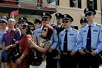 Roma, 5 Giugno 2017<br /> Turisti cinesi fanno un selfie con la polizia cinese<br /> Servizi di pattugliamento congiunto con operatori di polizia cinesi e italiani a Roma in Piazza di Spagna