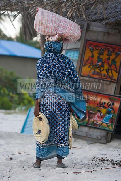 Afrique/Afrique de l'Est/Tanzanie/Zanzibar/Ile Unguja/Jambiani: sur la plage marchande d'artisanat et souvenirs