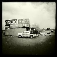 Raststaette vor der Irakisch-Syrischen Grenze.<br /> 13.12.2014, Irak/Autonome Kurdische RegionCopyright: Christian-Ditsch.de<br /> [Inhaltsveraendernde Manipulation des Fotos nur nach ausdruecklicher Genehmigung des Fotografen. Vereinbarungen ueber Abtretung von Persoenlichkeitsrechten/Model Release der abgebildeten Person/Personen liegen nicht vor. NO MODEL RELEASE! Nur fuer Redaktionelle Zwecke. Don't publish without copyright Christian-Ditsch.de, Veroeffentlichung nur mit Fotografennennung, sowie gegen Honorar, MwSt. und Beleg. Konto: I N G - D i B a, IBAN DE58500105175400192269, BIC INGDDEFFXXX, Kontakt: post@christian-ditsch.de<br /> Bei der Bearbeitung der Dateiinformationen darf die Urheberkennzeichnung in den EXIF- und  IPTC-Daten nicht entfernt werden, diese sind in digitalen Medien nach §95c UrhG rechtlich geschuetzt. Der Urhebervermerk wird gemaess §13 UrhG verlangt.]