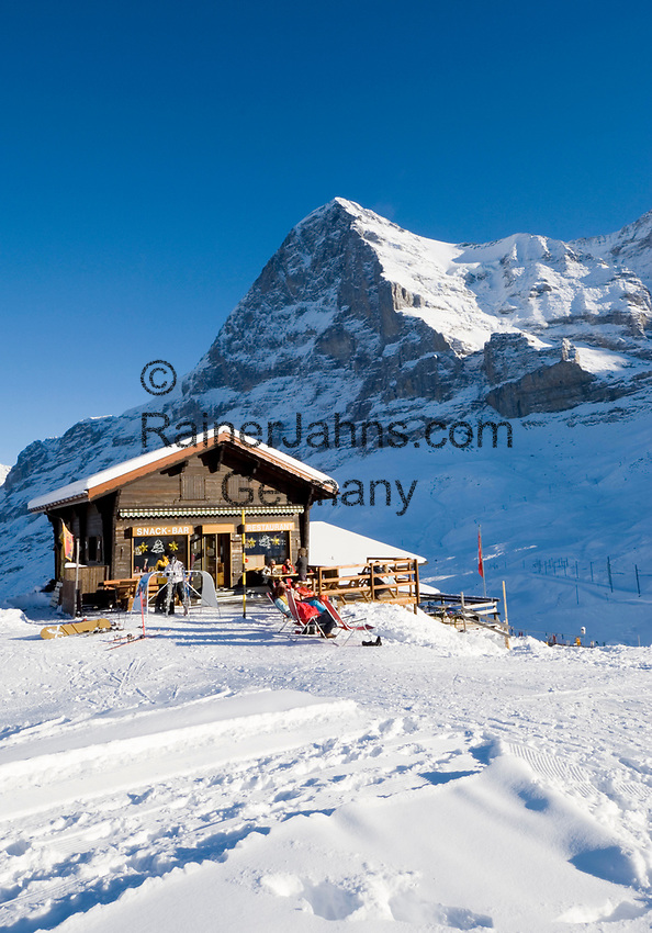 CHE, Schweiz, Kanton Bern, Berner Oberland, Grindelwald: Kleine Scheidegg - Skihuette (Snack Bar + Restaurant) vorm Eiger (3.970 m) | CHE, Switzerland, Canton Bern, Bernese Oberland, Grindelwald: Kleine Scheidegg - ski hut (snack bar + restaurant) with Eiger mountain (13.026 ft.)