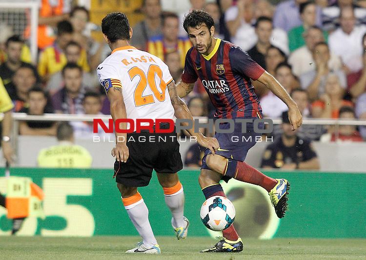 Valencia's Ricardo Costa (l) and FC Barcelona's Cesc Fabregas during La Liga match.September 1,2013. Foto © nph / Acero)