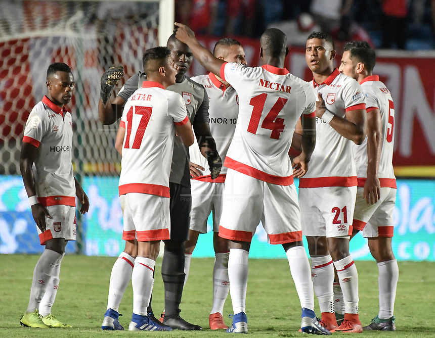 CALI - COLOMBIA-28-02-2019: Jugadores del Santa Fe lucen decepcionados después del partido por la fecha 7 de la Liga Águila I 2019 entre América de Cali e Independiente Santa Fe jugado en el estadio Pascual Guerrero de la ciudad de Cali. / Players of Santa Fe look disappointed after match for the date 7 as part of Aguila League I 2019 between America Cali and Independiente Santa Fe played at Pascual Guerrero stadium in Cali. Photo: VizzorImage / Gabriel Aponte / Staff