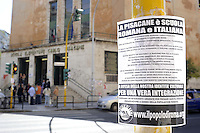 "Roma 29 Mggio 2009.Scuola elementare Carlo Pisacane.Attacchinaggio di manifesti e volantini de "" Il Popolo di Roma"" formazione di estrema destra per ""la scuola italiana e romana"".Rome 29 Mggio 2009.Primary School Carlo Pisacane. posters and leaflets of ""The People of Rome"" formation of extreme right ""school Italian and Roman"""