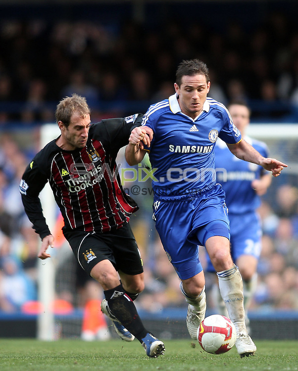 PICTURE BY JEREMY RATA/SWPIX.COM. Barclays Premier League 2008/9 - Chelsea v Manchester City, Stamford Bridge, London, England. 15th March 2009. Chelsea's Frank Lampard is hassled by Man City's Pablo Zabaleta..Copyright - Simon Wilkinson - 07811267706