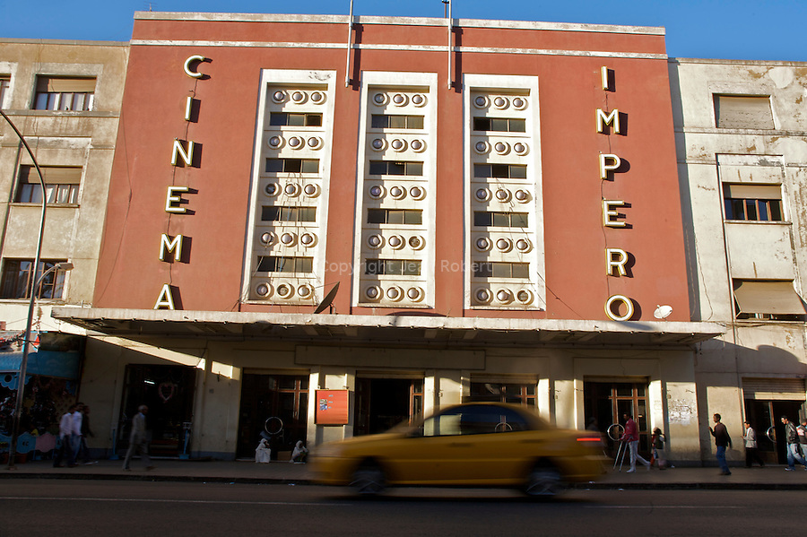 Le Cinema Impero, l un des plus grands d Asmara sur l avenue Harnet. construit en 1937 par Mario Messina..Impero cinema one of Asmara's largest on Harnet Avenue. built in 1937 by Mario Messina