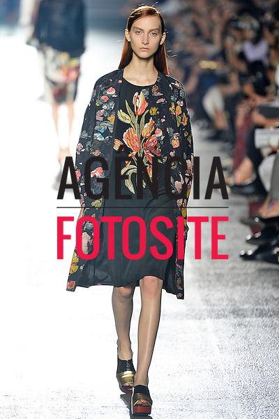 Dries Van Noten<br /> RTW Spring Summer 2014 Paris Fashion Week September_October 2013
