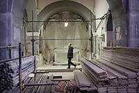 Bonefro: il parroco Don Antonio Di Lalla cammina all'interno della chiesa in ristrutturazione dal 2002