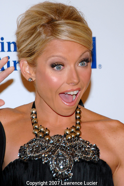 Television host Kelly Ripa arrives for the G&P Foundation's Angel Ball October 29, 2007, at the Marriott Marquis in New York City.. (Pictured : KELLY RIPA).