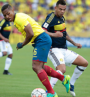 QUITO - ECUADOR - 28 - 03 - 2017: Antonio Valencia (Izq.) jugador de Ecuador disputa el balón con Edwin Cardona (Der.) jugador de Colombia, durante partido de la fecha 14 entre los seleccionados de Ecuador y Colombia, por la clasificación a la Copa Mundo FIFA 2018 Rusia jugado en el estadio Olímpico Atahualpa en la ciudad de Quito. / Antonio Valencia (L) player of Ecuador struggles the ball with Edwin Cardona (L) player of Colombia, during a match of the date 14 between the teams of Ecuador and Paraguay by the classification to the 2018 FIFA World Cup Russia played in the Olympic Stadium Atahualpa in the city of Quito. Photo: VizzorImage / Rolando Enriquez / Agencia Cronistas Gráficos / Cont.