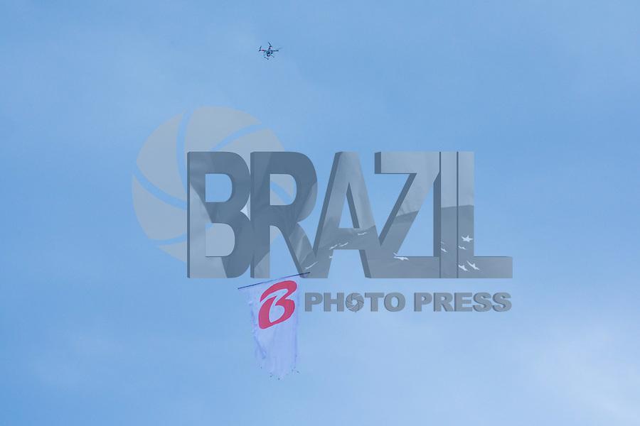 PORTO ALEGRE, RS, 27.11.2016 - INTERNACIONAL-CRUZEIRO - Um drone, durante partida contra o Internacional , válida pela 37º rodada do Campeonato Brasileiro série A, no Estádio Beira Rio em Porto Alegre, neste domingo.(Foto: Rodrigo Ziebell/Brazil Photo Press)