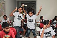 """SÃO PAULO,SP, 24.03.2016 - PÁSCOA-CORINTHIANS - Os Jogadores do Corinthians Elias,Bruno Henrique,Guilherme Arana e o zagueiro Yago realizam entrega de ovos de páscoa para crianças carentes no """"Projeto Elias"""" que cuida de crianças carentes, localizado na Rua Nossa Senhora Aparecida no bairro Parque Novo Mundo zona norte da cidade na tarde desta quinta-feira (24). ( Foto : Marcio Ribeiro / Brazil Photo Press)"""