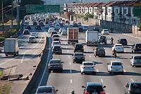 SÃO PAULO -SP-11,09,2014-TRÂNSITO MARGINAL PINHEIROS- O Motorista não enfrenta lentidão na Marginal Pinheiros sentido Interlagos.Região Oeste da cidade de São Paulo,na manhã dessa quinta-feira,11(Foto:Kevin David/Brazil Photo Press)