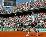 Tenis, Roland Garros 2011.Rafael Nadal (ESP) Vs. Robert Soderling (SWE).Robert Soderling, returns the ball.Paris, 01.06.2011..foto: Srdjan Stevanovic/Starsportphoto ©