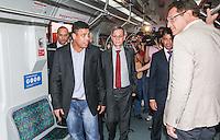 ATENCAO EDITOR FOTO AMBRAGADA PARA VEICULO INTERNACIONAL - SAO PAULO, SP, 28 NOVEMBRO 2012 - VISITA FIFA AO ITAQUERAO - secretário-geral da Fifa, Jérome Valcke durante embarque da comitiva da Fifa de metrô da estação da Luz em São Paulo (SP), na manhã desta quarta-feira (28), com chegada à estação Corinthians/Itaquera. A comitiva da Fifa vistoria as obras da Arena Corinthians, em Itaquera, zona leste. FOTO: VANESSA CARVALHO - BRAZIL PHOTO PRESS.