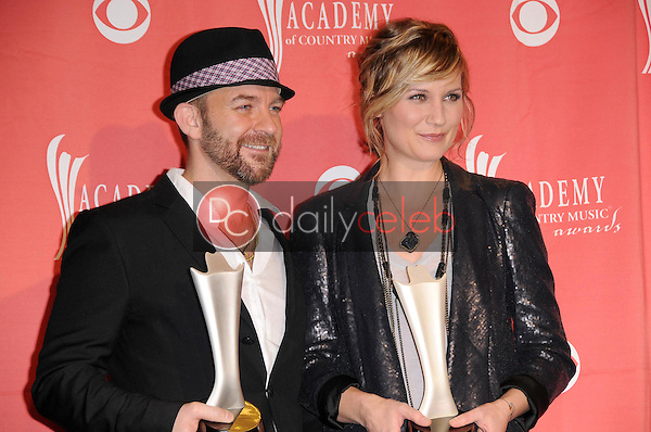 Sugarland<br />in the press room at the 44th Annual Academy of Country Music Awards. MGM Grand Garden Arena, Las Vegas, NV. 04-05-09<br />Dave Edwards/DailyCeleb.com 818-249-4998