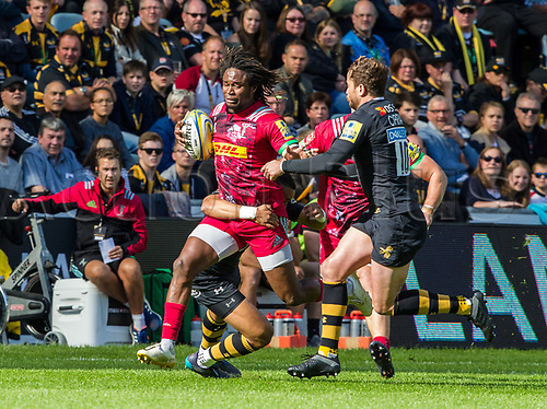 17th September 2017, Ricoh Arena, Coventry, England; Aviva Premiership rugby, Wasps versus Harlequins;  Marland Yarde (Harlequins) goes through a gap set by Marcus Watson and Danny Cipriani of Wasps