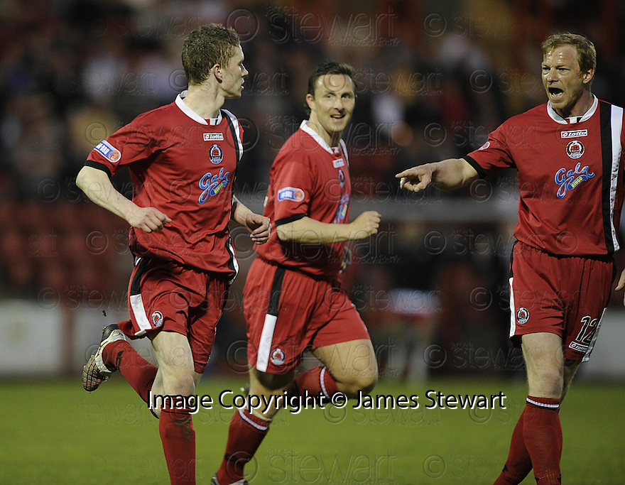 07/05/2008   Copyright Pic: James Stewart.File Name : sct_jspa08_airdrie_v_clyde.PAT CLARKE CELEBRATES WITH GARY MCSWEGAN AND JORG ALBERTZ AFTER HE SCORES CLYDE'S GOAL.James Stewart Photo Agency 19 Carronlea Drive, Falkirk. FK2 8DN      Vat Reg No. 607 6932 25.Studio      : +44 (0)1324 611191 .Mobile      : +44 (0)7721 416997.E-mail  :  jim@jspa.co.uk.If you require further information then contact Jim Stewart on any of the numbers above........