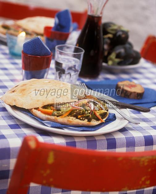 "Europe/Italie/Calabre/Tropea : Pita focaccia à la pizzeria ""Vecchio Forno"" - Stylisme : Valérie LHOMME"