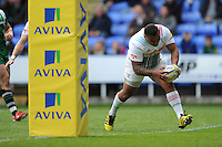 Kyle Sinckler of Harlequins scores a breakaway try during the Aviva Premiership match between London Irish and Harlequins at the Madejski Stadium on Sunday 1st May 2016 (Photo: Rob Munro/Stewart Communications)