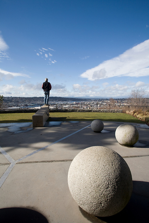 Seattle, man, Fremont Peak Park, Fremont neighborhood, View of Ballard from Phinney Ridge, Washington State, Pacific Northwest, USA, Tom Darden, United States,