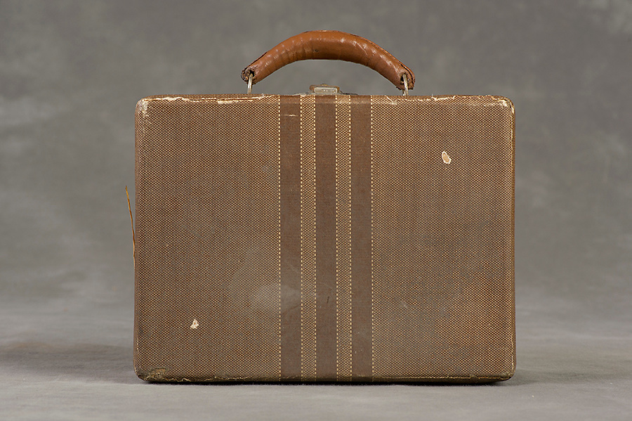 Willard Suitcases / LaVern W / ©2014 Jon Crispin
