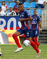 SANTA MARTA- COLOMBIA, 03-03-2019: Fabian Cantillo  (Der.) jugador del Unión Magdalena  disputa el balón con el Deportivo Pasto  durante partido por fecha 8 de la Liga Águila I 2019 jugado en el estadio Sierra Nevada de la ciudad de Santa Marta. / Fabian Cantillo (R) player of Union Magadalena   fights for the ball with Deportivo Pasto  during match for the date 8 as part of the  Aguila League  I 2019 played at the Sierra Nevada Stadium in Santa Marta  city. Photo: VizzorImage /Gustavo Pacheco / Contribuidor