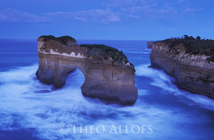 Australia, Victoria, Great Ocean Road; Loch Ard Gorge in Port Campbell National Park at dawn