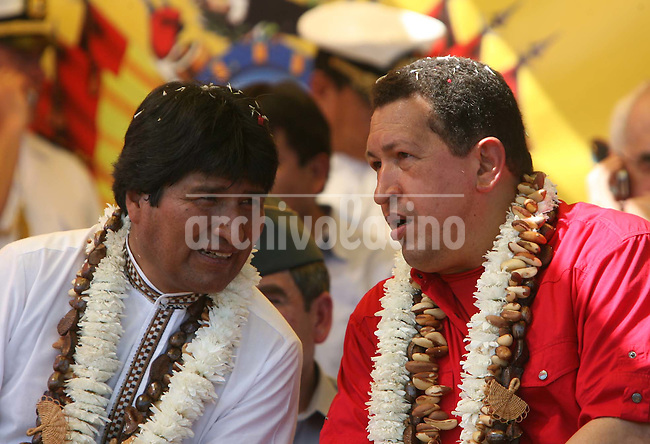 Bolivia's President Evo Morales (and Venezuela's President Hugo Chavez (R) talk in the Bolivian town of Riberalta Beni, near the border with Brazil July 18, 2008. Morales and Silva have announced an agreement by which Brazil will lend Bolivia $230 million for the construction of a road in northern Bolivia. The road will be part of a network that will link Chile's Pacific coast with Brazil's Atlantic coast.