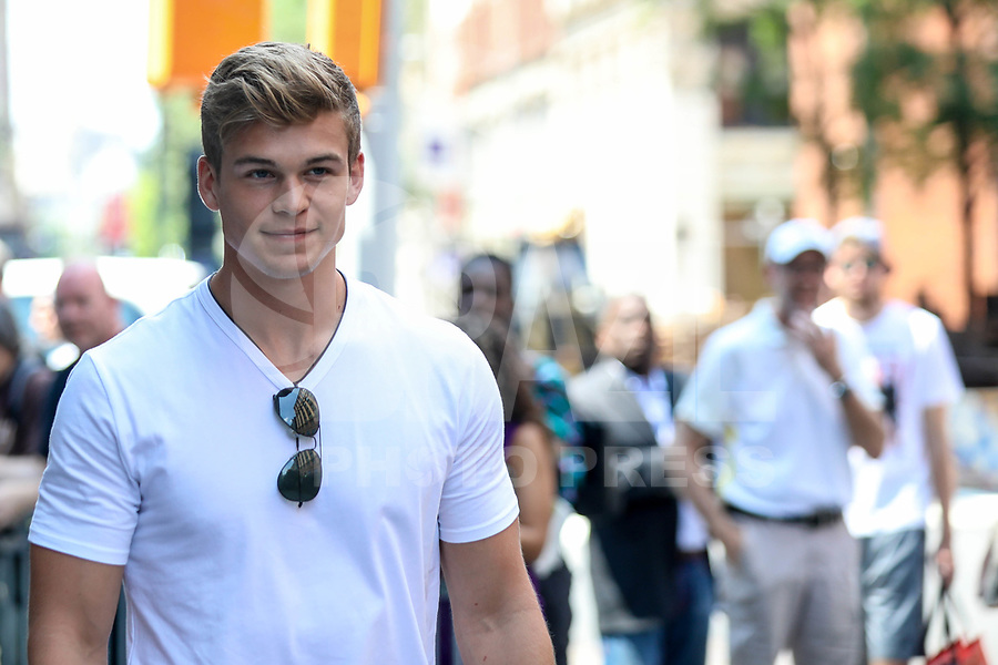 NEW YORK, EUA, 10.07.2017 - MITCHEL-SLAGGERT - Mitchell Slaggert é visto no bairro do Soho na cidade de New York nesta segunda-feira, 10. (Foto: William Volcov/Brazil Photo Press)