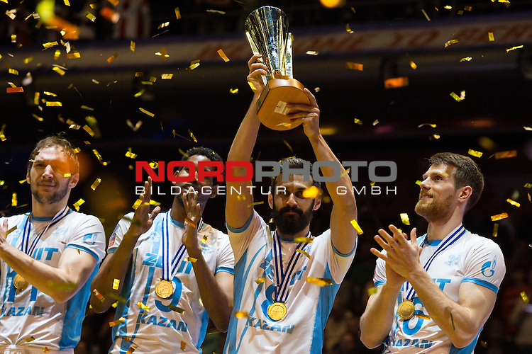 29.03.2015, Max Schmeling Halle, Berlin<br /> Volleyball, 2015 CEV Volleyball Champions League, Final Four, Siegerehrung<br /> <br /> Andrey Ashchev (#11 Kazan RUS), Wilfredo Leon (#9 Kazan RUS), Mir Saeid Marouflakrani (#8 Kazan RUS) mit Pokal / Trophy, Evgeny Sivozhelez (#6 Kazan RUS)<br /> <br />   Foto &copy; nordphoto / Kurth
