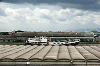 Pisa, canale dei Navicelli, cantere navale